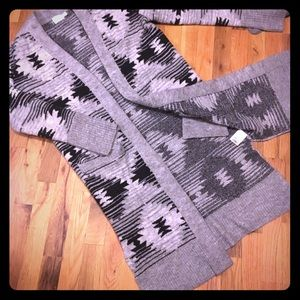 Time and Tru Grey/Black Print Sweater! Size Small